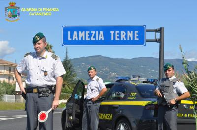 Guardia di finanza Calabria: sequestrato rinomato locale della movida giovanile lametina.