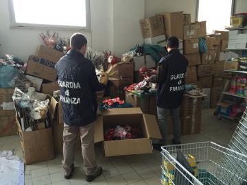 Gdf Cosenza: sequestrate oltre mezzo milione di maschere di carnevale