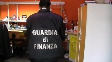 Guardia di finanza Cosenza: scoperto falso dentista con studio abusivo