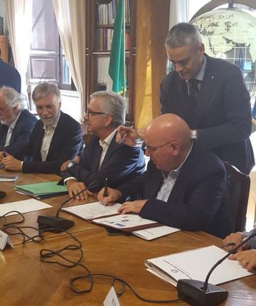 Oliverio e Delrio hanno firmato il protocollo per la ciclovia della Magna Grecia