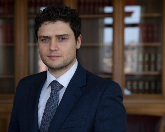 M5s il presidente di regione mario oliverio va sospeso for Parlamentari calabresi